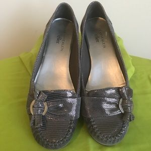 And Klein I flex silver steel buckle loafer/ 7.5
